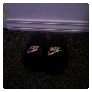 Black Nike slip on shoes